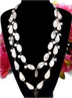 Bezaubernde Halskette mit Howlith Perlen