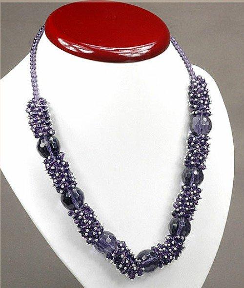 1x elegante Halskette mit lila Glasperlen