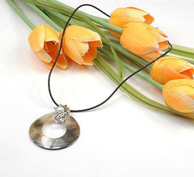 1 x traumhafte Halskette mit Perlmutt und Perle