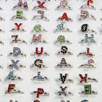 100 x tolle Metall-Ringe Alphabet mit Strass Steine