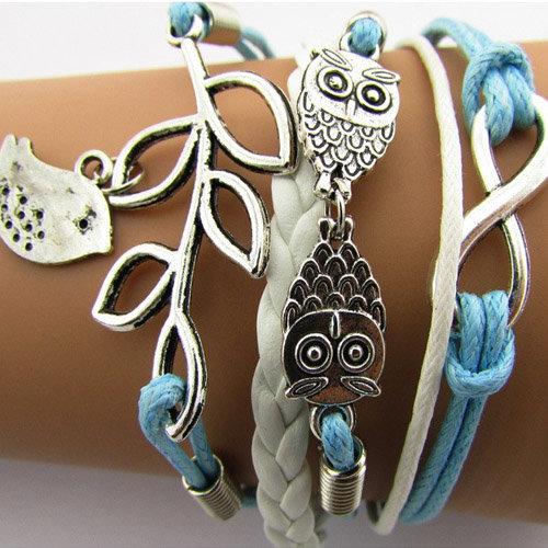 Lederarmband  blau-weiß mit verschiedenen Metallanhängern