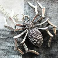 Exklusive Halskette mit Spinnenanhänger -  Kette ca. 60 cm