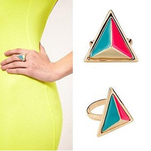 Exklusiver Ring  mit farbenfroher geometrischer Triangel